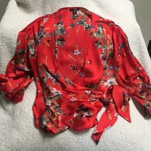 Buffalo Flower red rap top